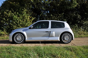2004 Ph2  V6 Clio Immaculate For Sale