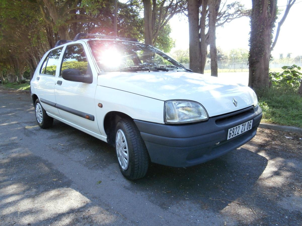 1998 Original Mk.1 Clio. For Sale (picture 1 of 6)