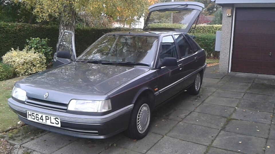 1990 Renault 21 GTX 2.0 Injection Hatchback For Sale (picture 1 of 6)