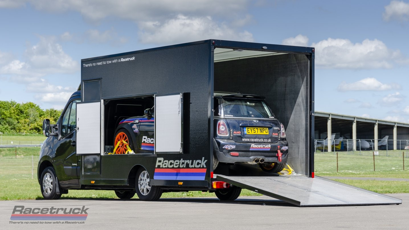 2019 Racetruck – Renault Master 2.3ltr E6Y Race Car Transporter For Sale (picture 2 of 6)