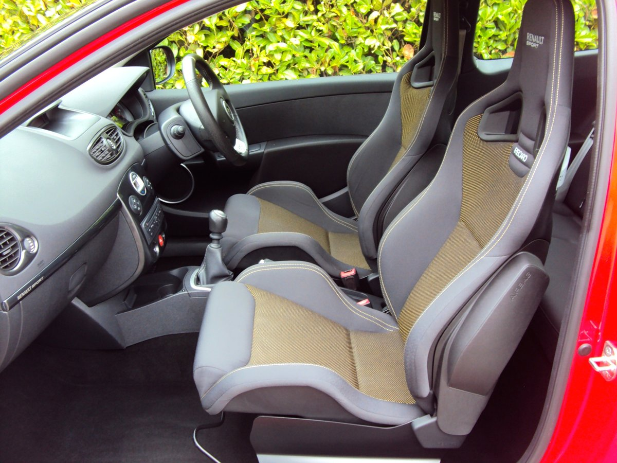 STUNNING 2011 CLIO RS 200 - RECARO'S + CUP PACK + SPEEDLINES For Sale (picture 5 of 6)