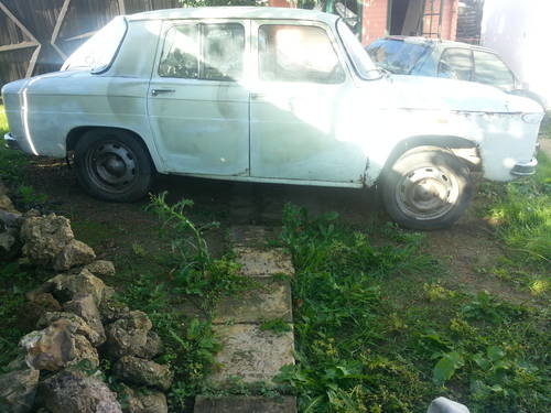1970 Renault 8(dacia 1100)restoration project For Sale (picture 1 of 6)