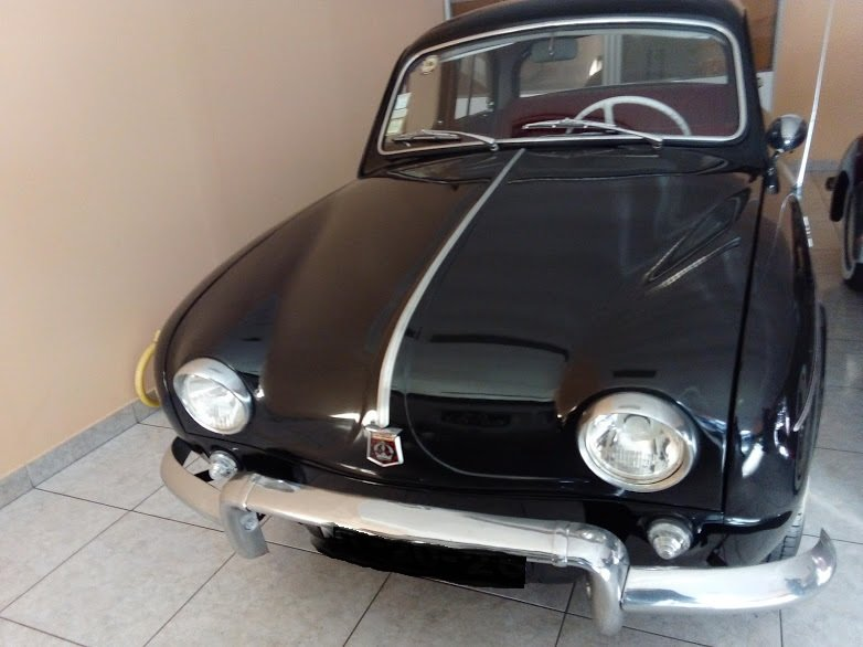 1957 Renault dauphine SOLD (picture 1 of 6)