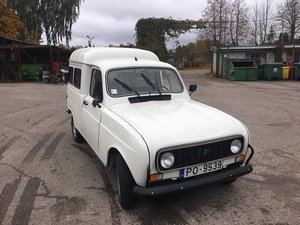 Selling the Renault R4 F4