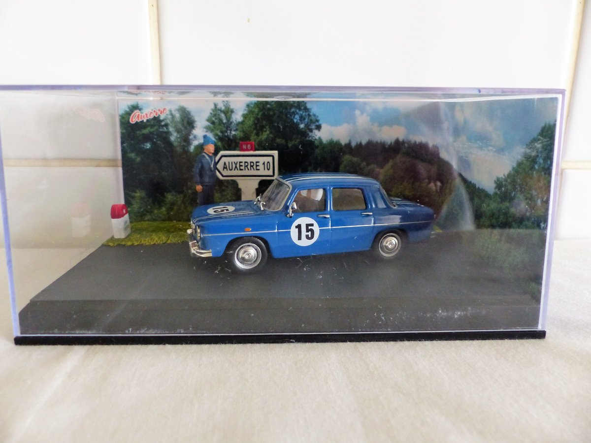 "Renault R8 ""Gordini""-Diorama 1:43 Scale Model For Sale (picture 1 of 6)"