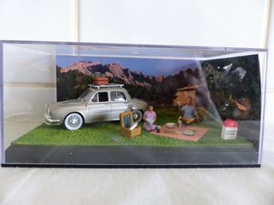 """Renault Dauphine-Diorama 1:43 scale Picnic"""