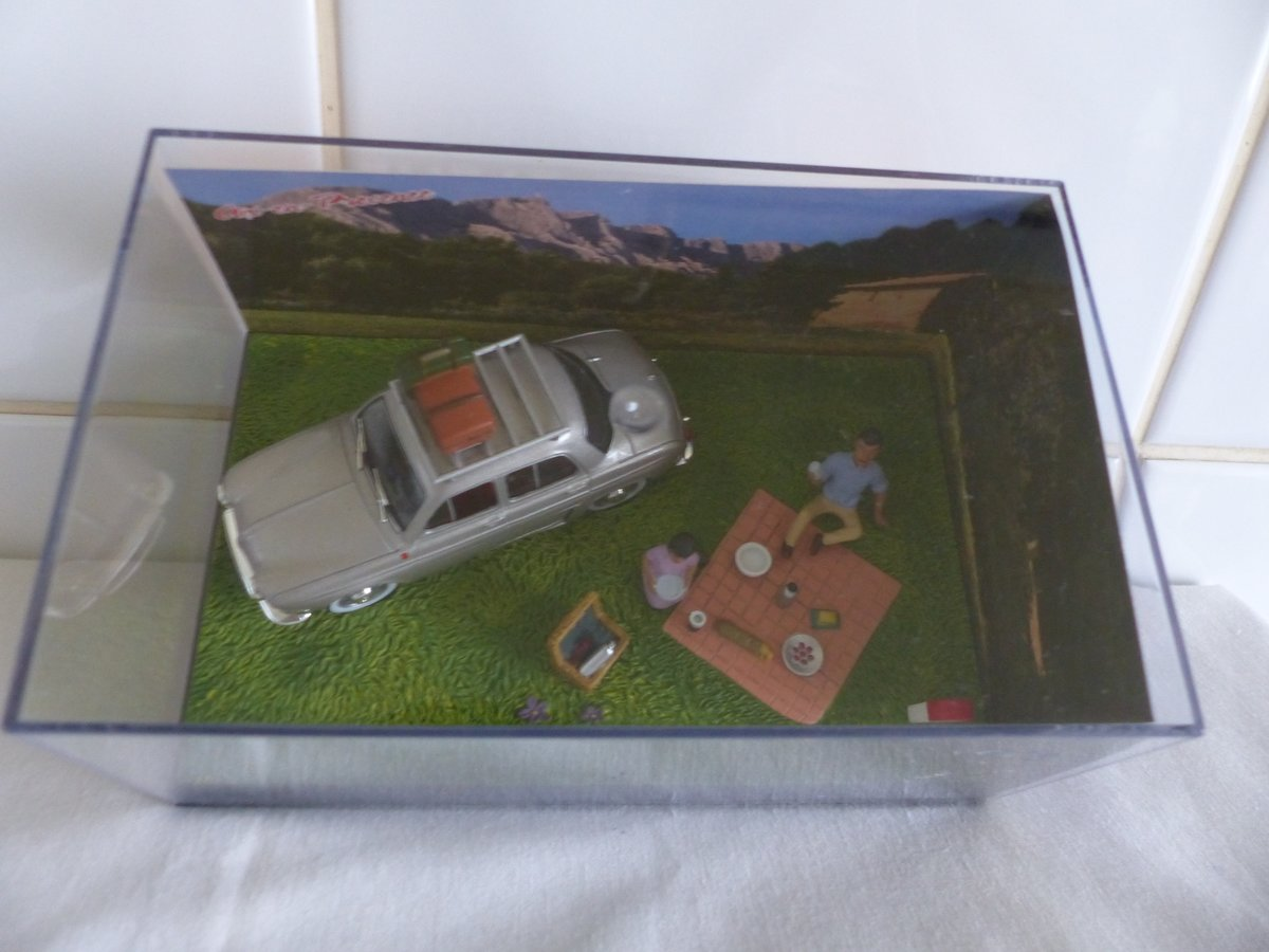 """""""Renault Dauphine-Diorama 1:43 scale Picnic"""" For Sale (picture 3 of 5)"""