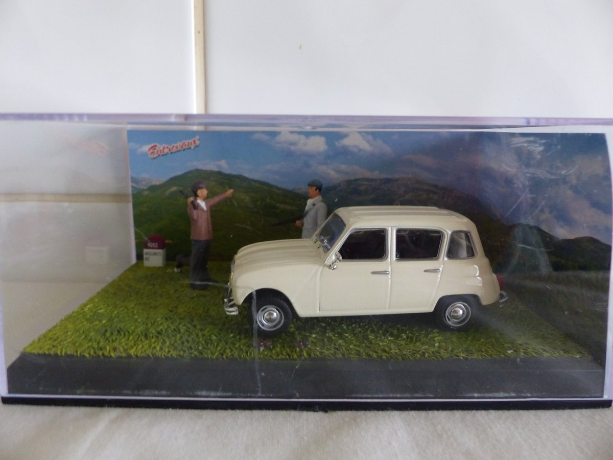 RENAULT 4L DIORAMA 1:43 SCALE MODEL IN CASE For Sale (picture 1 of 5)