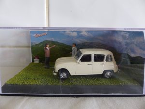 RENAULT 4L DIORAMA 1:43 SCALE MODEL IN CASE