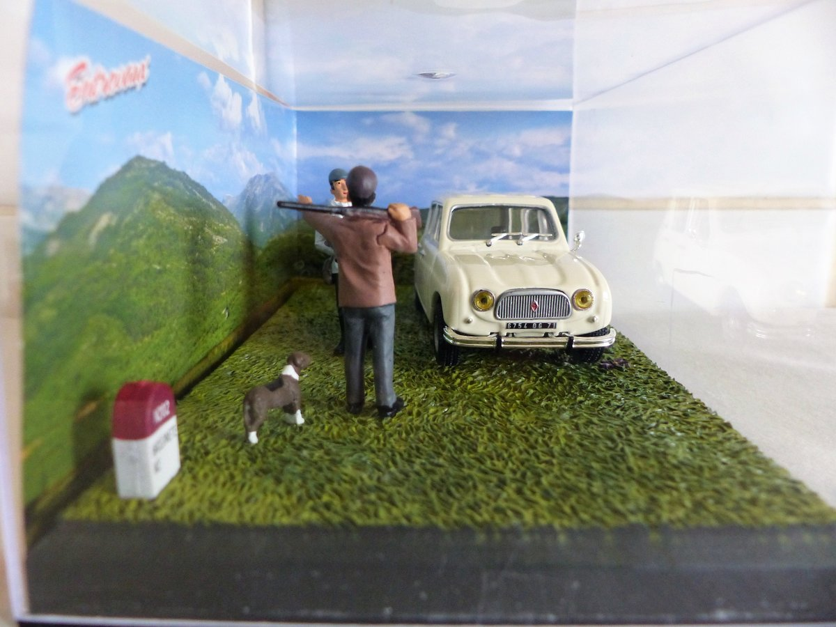 RENAULT 4L DIORAMA 1:43 SCALE MODEL IN CASE For Sale (picture 2 of 5)