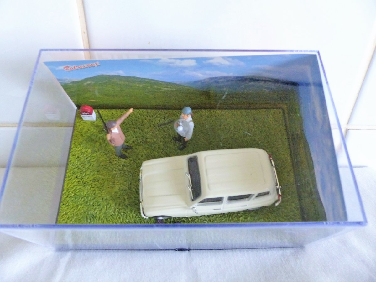 RENAULT 4L DIORAMA 1:43 SCALE MODEL IN CASE For Sale (picture 3 of 5)