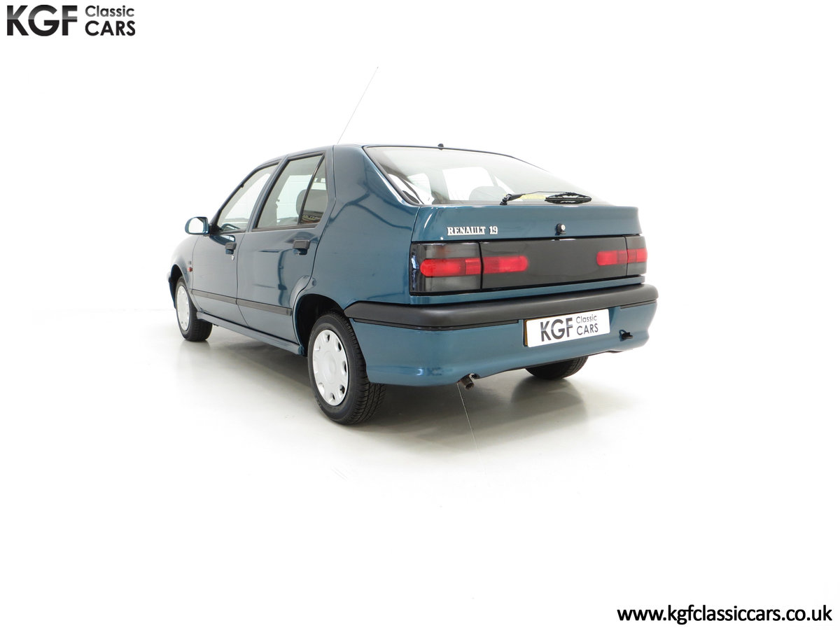 1994 A Preserved and Rare Renault 19 1.4 RT Auto with 17880 Miles For Sale (picture 4 of 6)