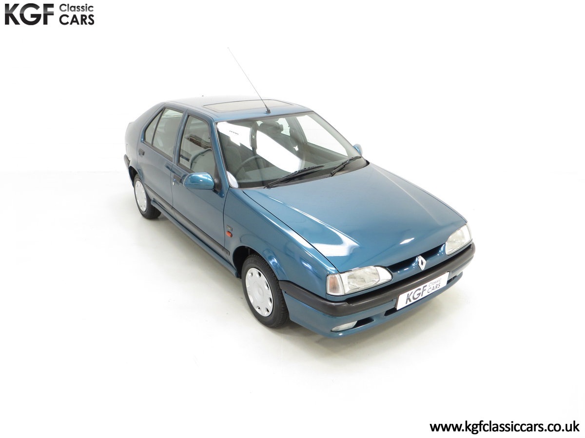 1994 A Preserved and Rare Renault 19 1.4 RT Auto with 17880 Miles SOLD (picture 2 of 24)
