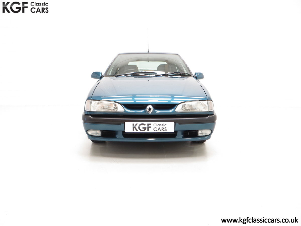 1994 A Preserved and Rare Renault 19 1.4 RT Auto with 17880 Miles SOLD (picture 3 of 24)