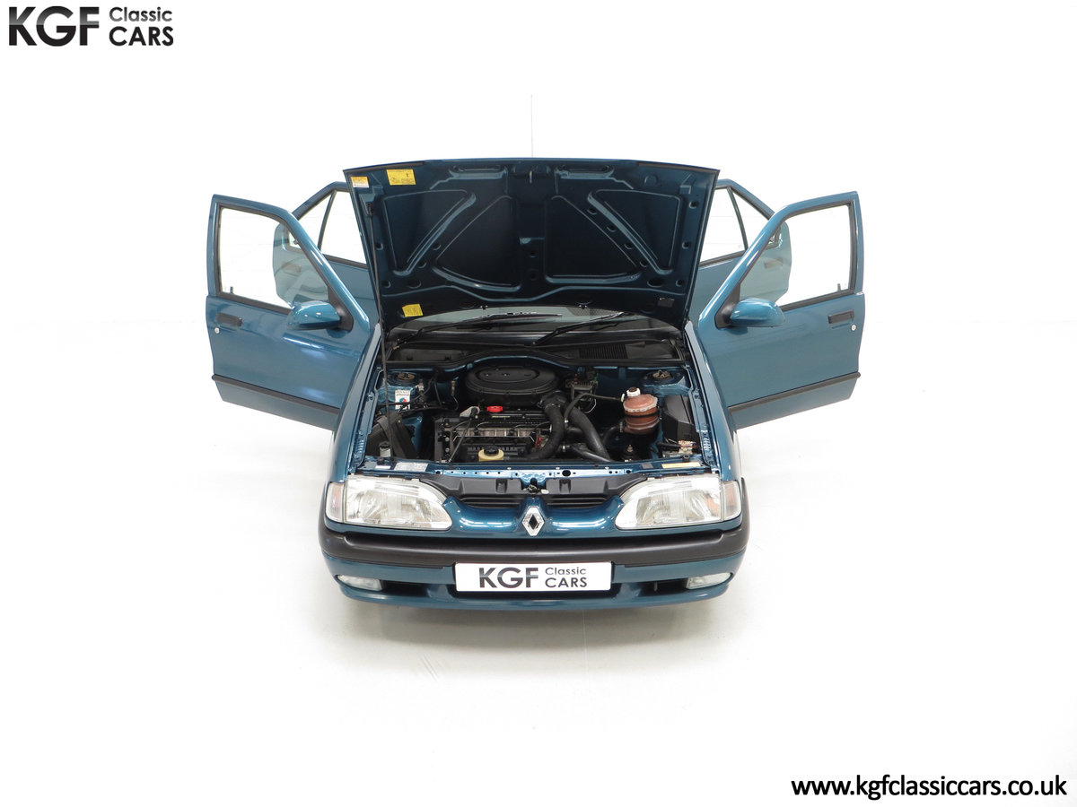 1994 A Preserved and Rare Renault 19 1.4 RT Auto with 17880 Miles SOLD (picture 4 of 24)
