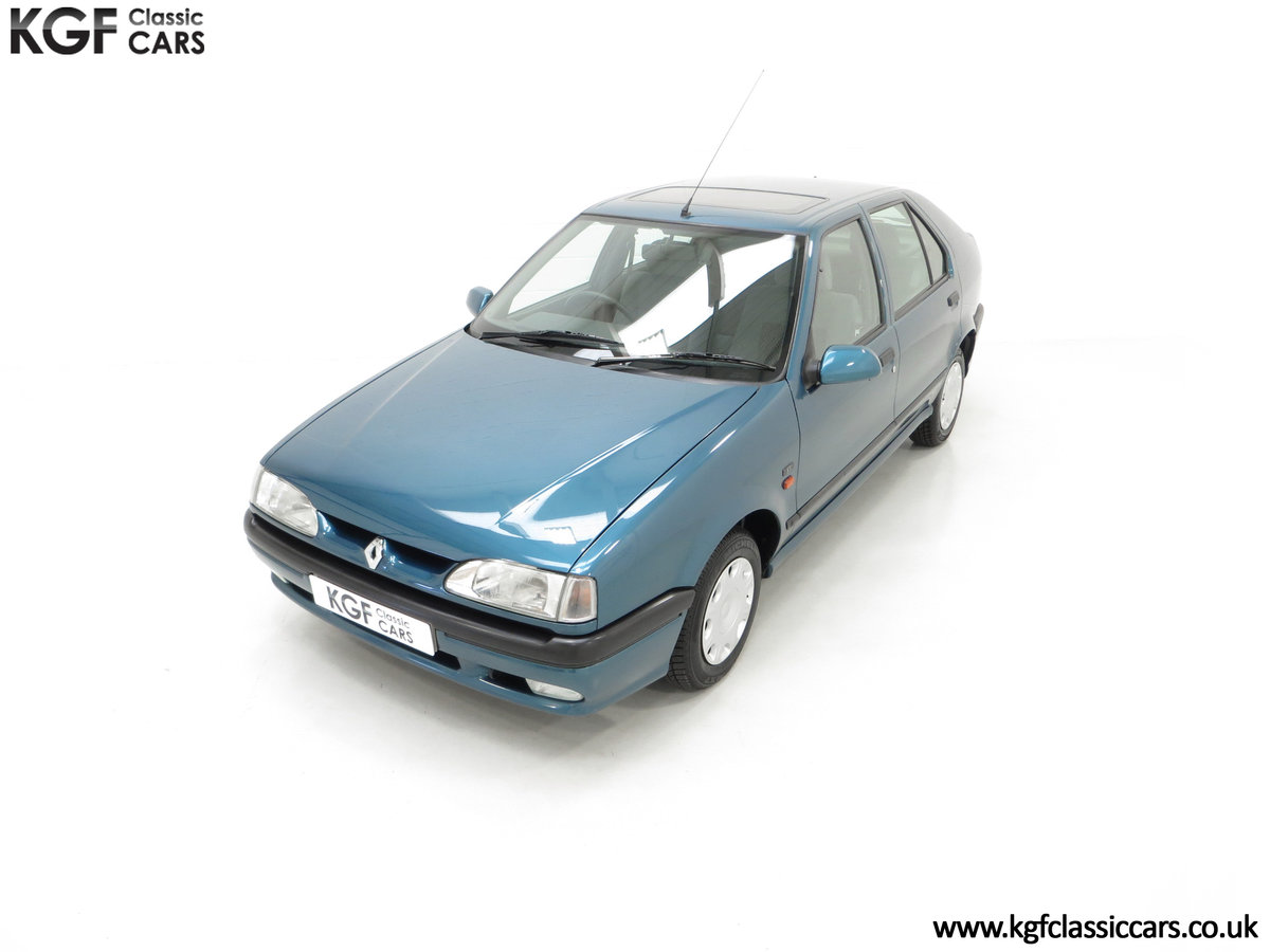 1994 A Preserved and Rare Renault 19 1.4 RT Auto with 17880 Miles SOLD (picture 5 of 24)