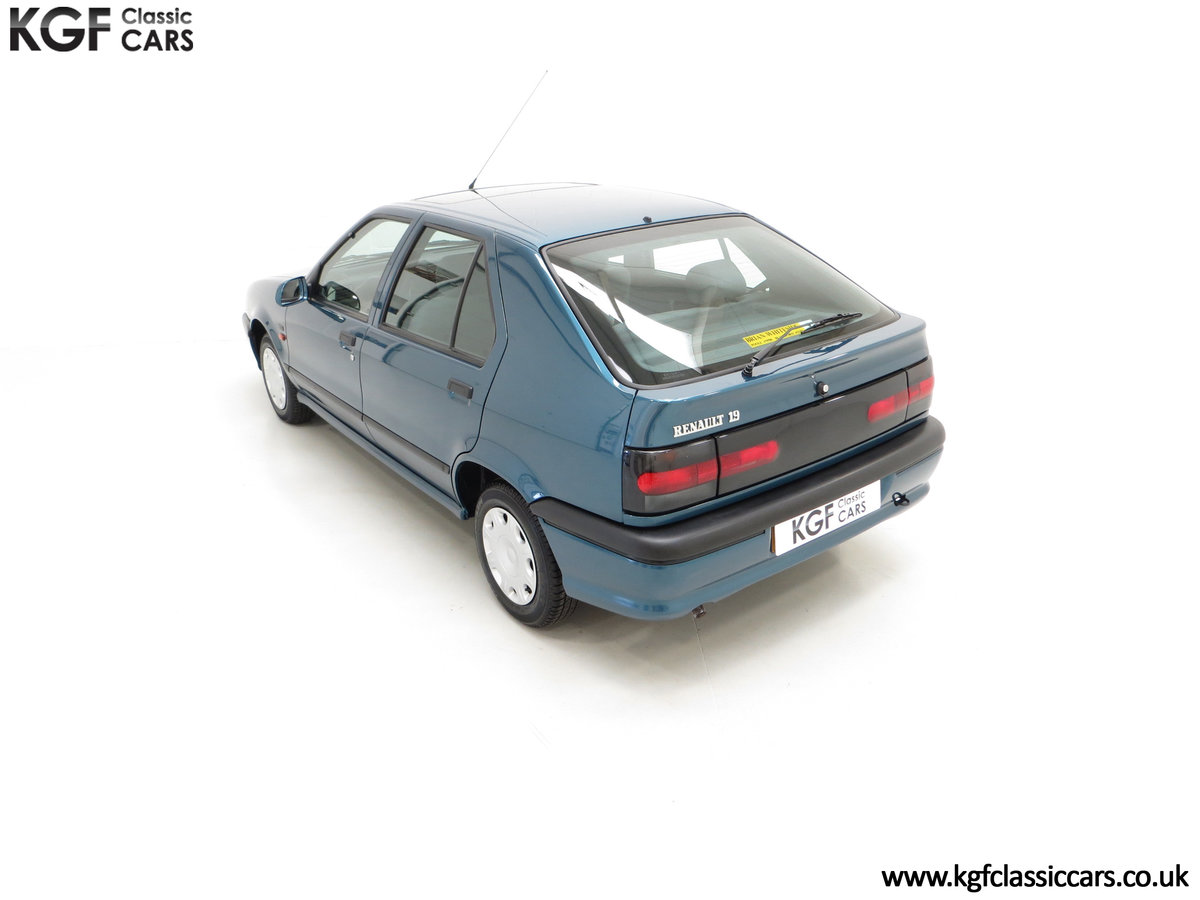 1994 A Preserved and Rare Renault 19 1.4 RT Auto with 17880 Miles SOLD (picture 9 of 24)
