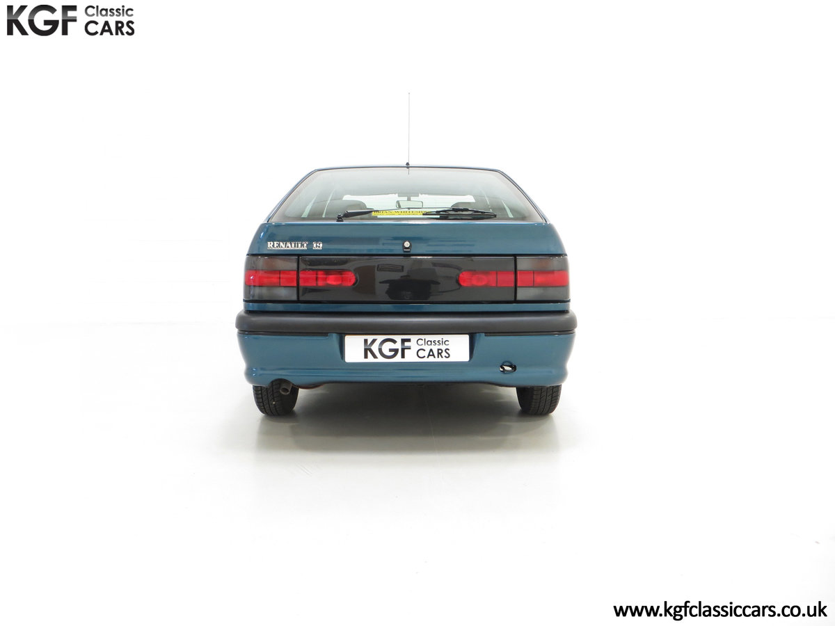 1994 A Preserved and Rare Renault 19 1.4 RT Auto with 17880 Miles SOLD (picture 10 of 24)