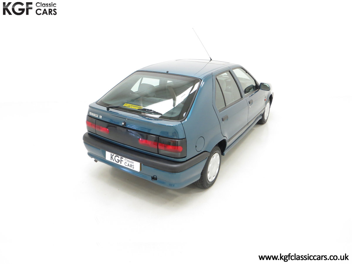 1994 A Preserved and Rare Renault 19 1.4 RT Auto with 17880 Miles SOLD (picture 12 of 24)