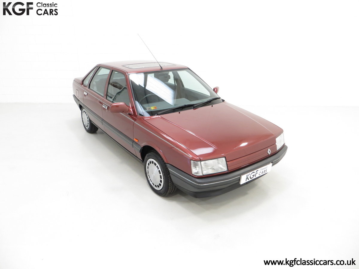 1988 A Renault 21 GTS Symphony with 16,027 Miles SOLD (picture 2 of 24)