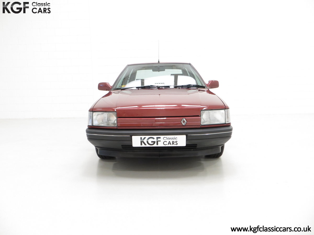 1988 A Renault 21 GTS Symphony with 16,027 Miles SOLD (picture 3 of 24)