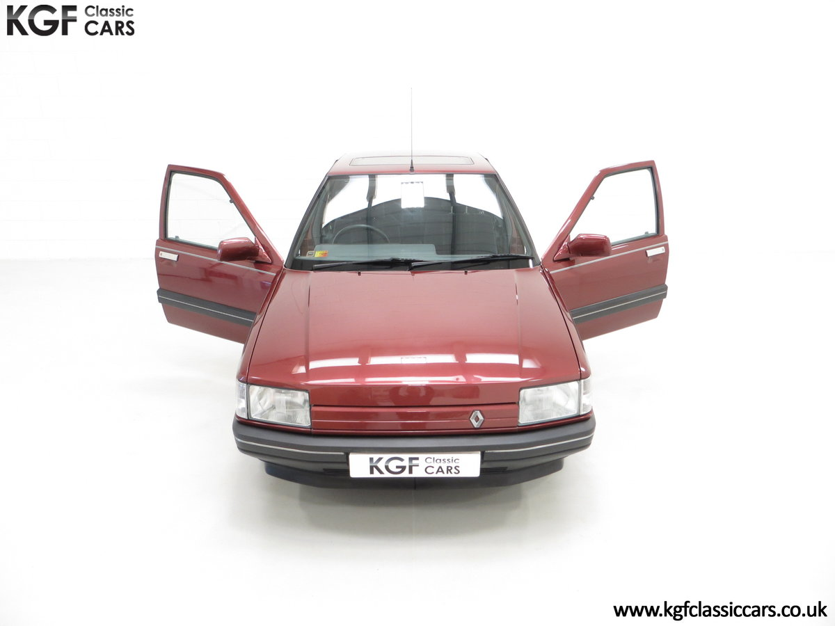 1988 A Renault 21 GTS Symphony with 16,027 Miles SOLD (picture 4 of 24)