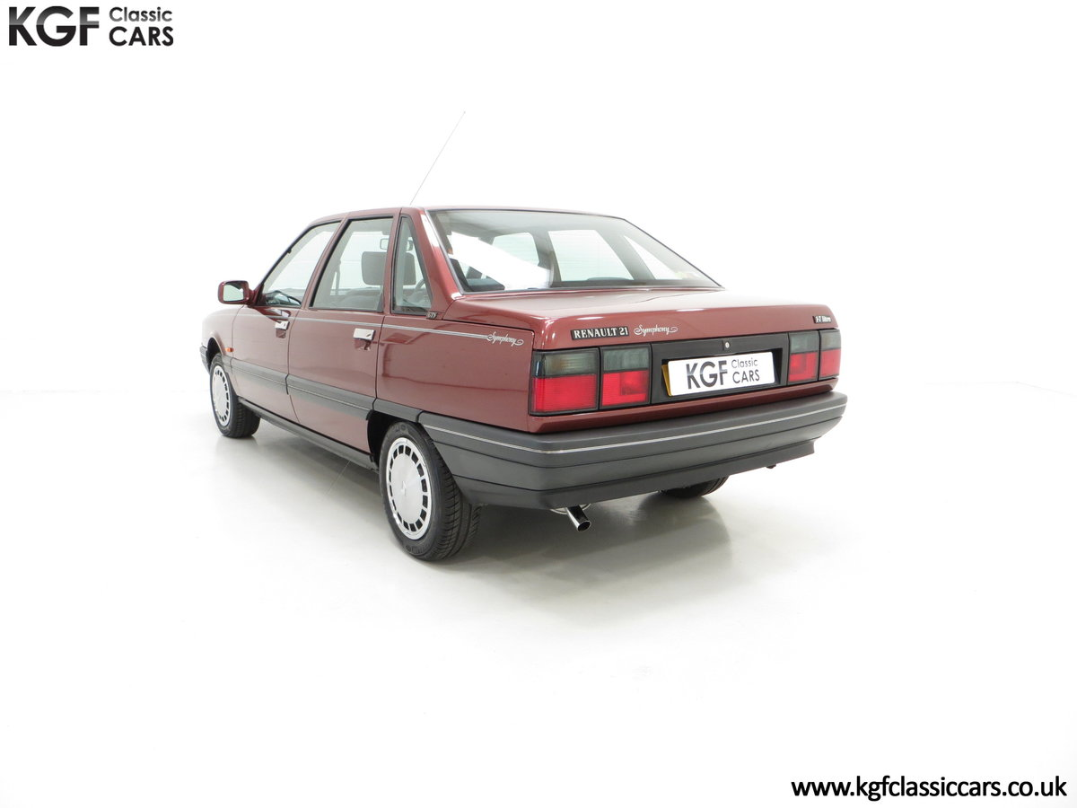 1988 A Renault 21 GTS Symphony with 16,027 Miles SOLD (picture 8 of 24)