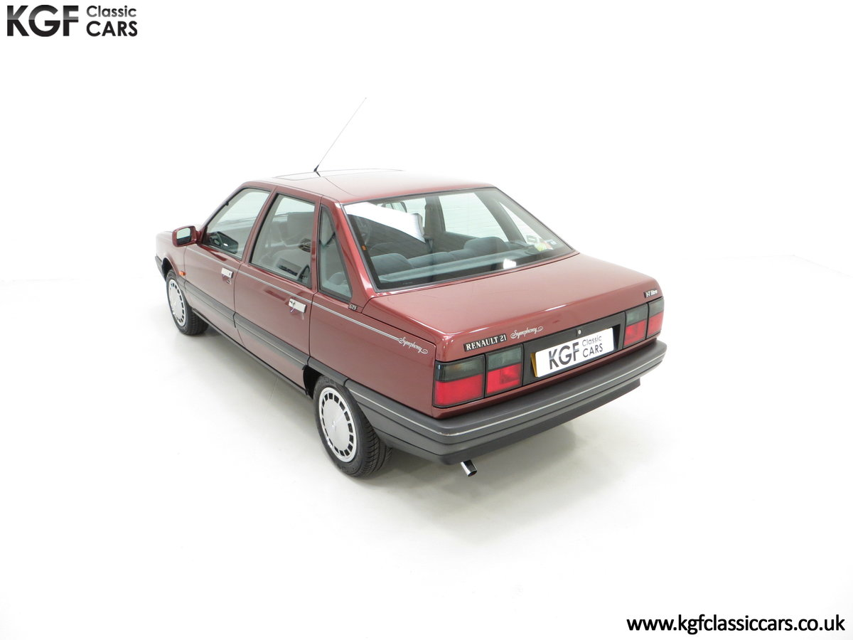 1988 A Renault 21 GTS Symphony with 16,027 Miles SOLD (picture 9 of 24)