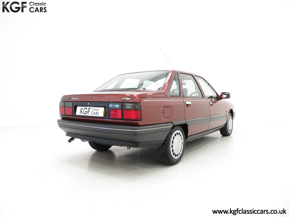 1988 A Renault 21 GTS Symphony with 16,027 Miles SOLD (picture 13 of 24)
