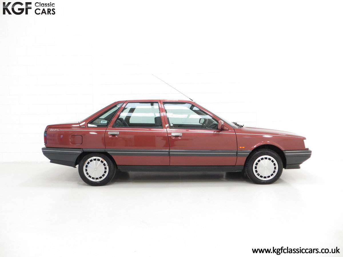1988 A Renault 21 GTS Symphony with 16,027 Miles SOLD (picture 14 of 24)