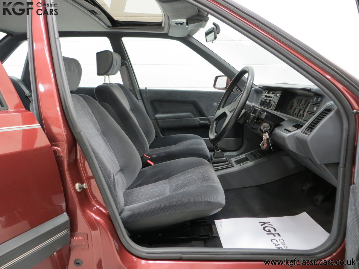 1988 A Renault 21 GTS Symphony with 16,027 Miles SOLD (picture 17 of 24)