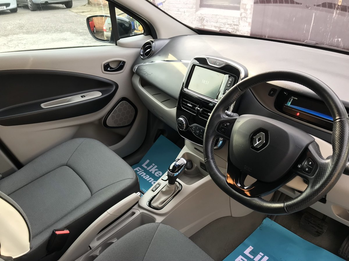 2014 Renault Zoe 22kWh Dynamique Intens Auto 5dr For Sale (picture 1 of 5)