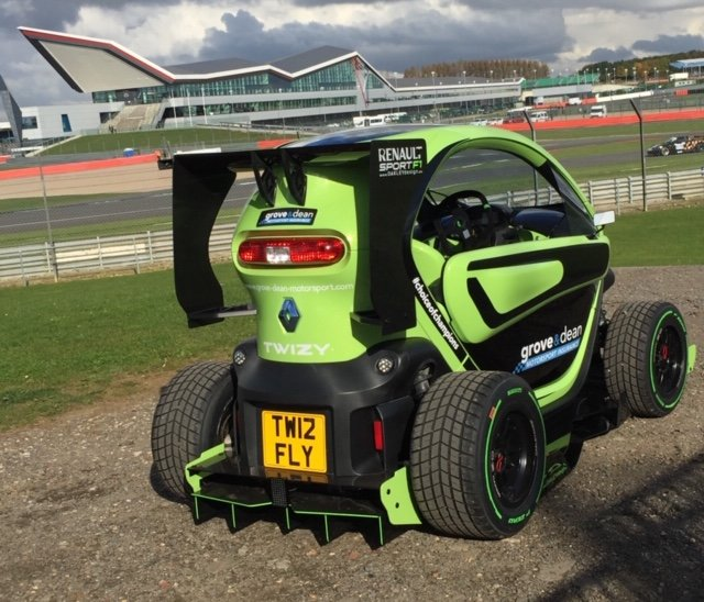 2012 Renault Twizy. 1 of 5 limited edition F1 by OAKLEY DESIGN For Sale (picture 2 of 6)