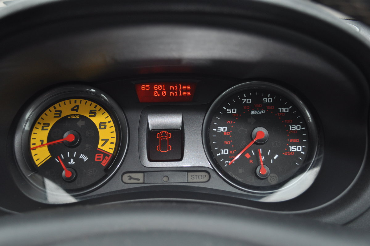 2010 Renault Clio RS200 low miles For Sale (picture 2 of 6)