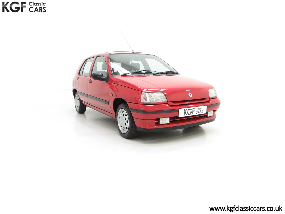 1995 A Pristine Renault Clio Mk1 1.4RT with 16 Renault Stamps SOLD (picture 1 of 24)