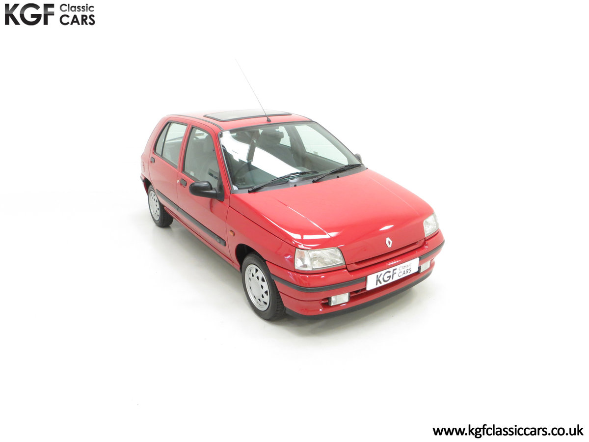 1995 A Pristine Renault Clio Mk1 1.4RT with 16 Renault Stamps SOLD (picture 2 of 24)