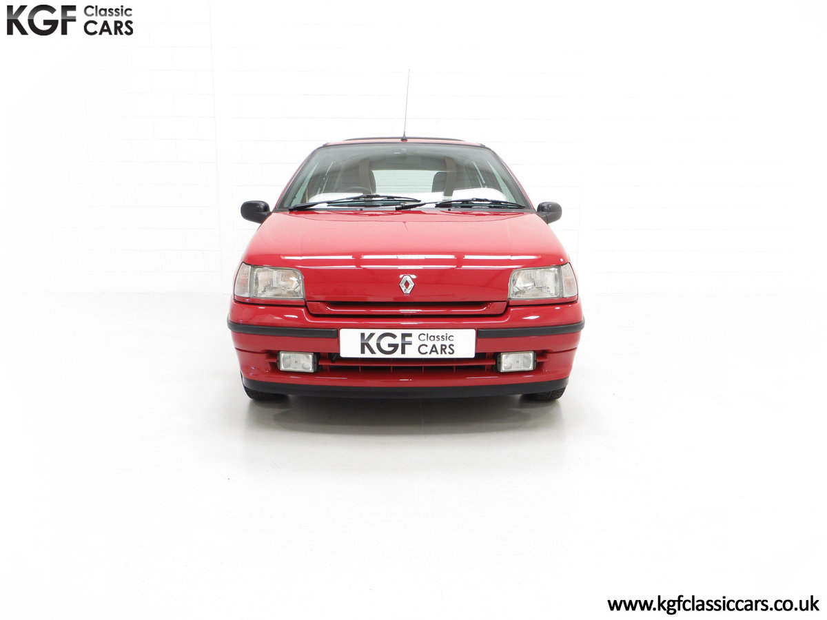 1995 A Pristine Renault Clio Mk1 1.4RT with 16 Renault Stamps SOLD (picture 3 of 24)