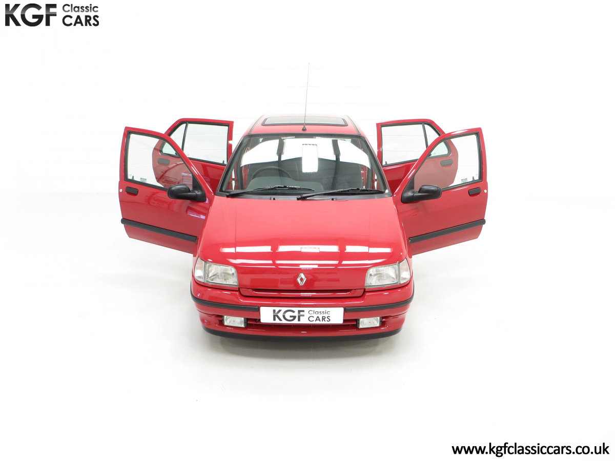 1995 A Pristine Renault Clio Mk1 1.4RT with 16 Renault Stamps SOLD (picture 4 of 24)