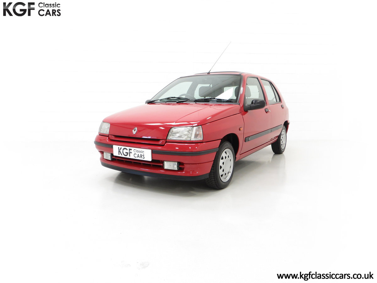 1995 A Pristine Renault Clio Mk1 1.4RT with 16 Renault Stamps SOLD (picture 6 of 24)