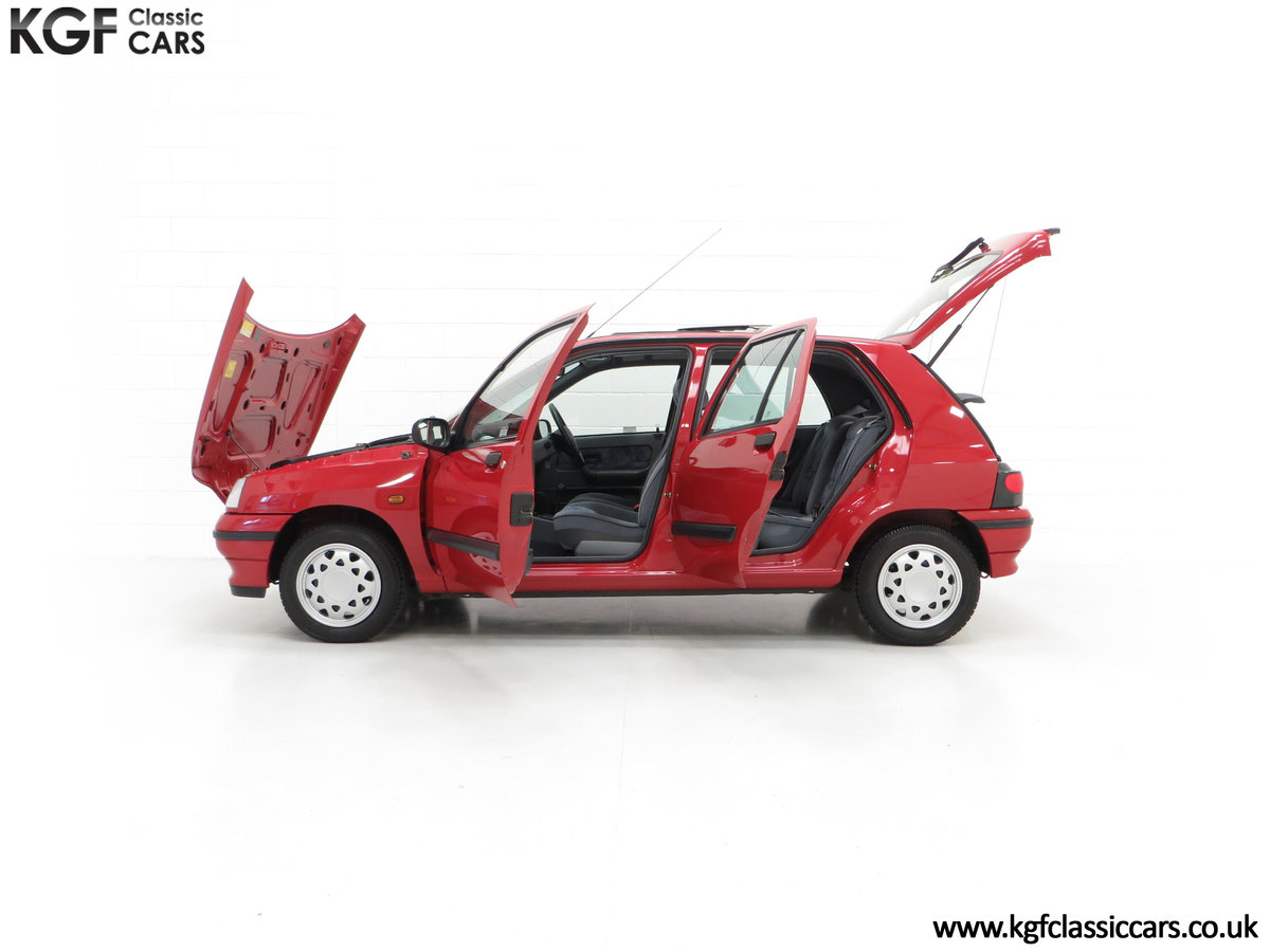 1995 A Pristine Renault Clio Mk1 1.4RT with 16 Renault Stamps SOLD (picture 7 of 24)