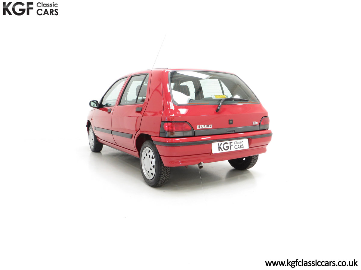 1995 A Pristine Renault Clio Mk1 1.4RT with 16 Renault Stamps SOLD (picture 8 of 24)
