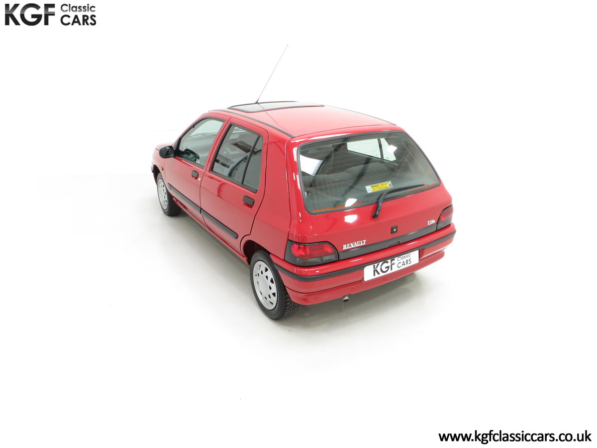 1995 A Pristine Renault Clio Mk1 1.4RT with 16 Renault Stamps SOLD (picture 9 of 24)
