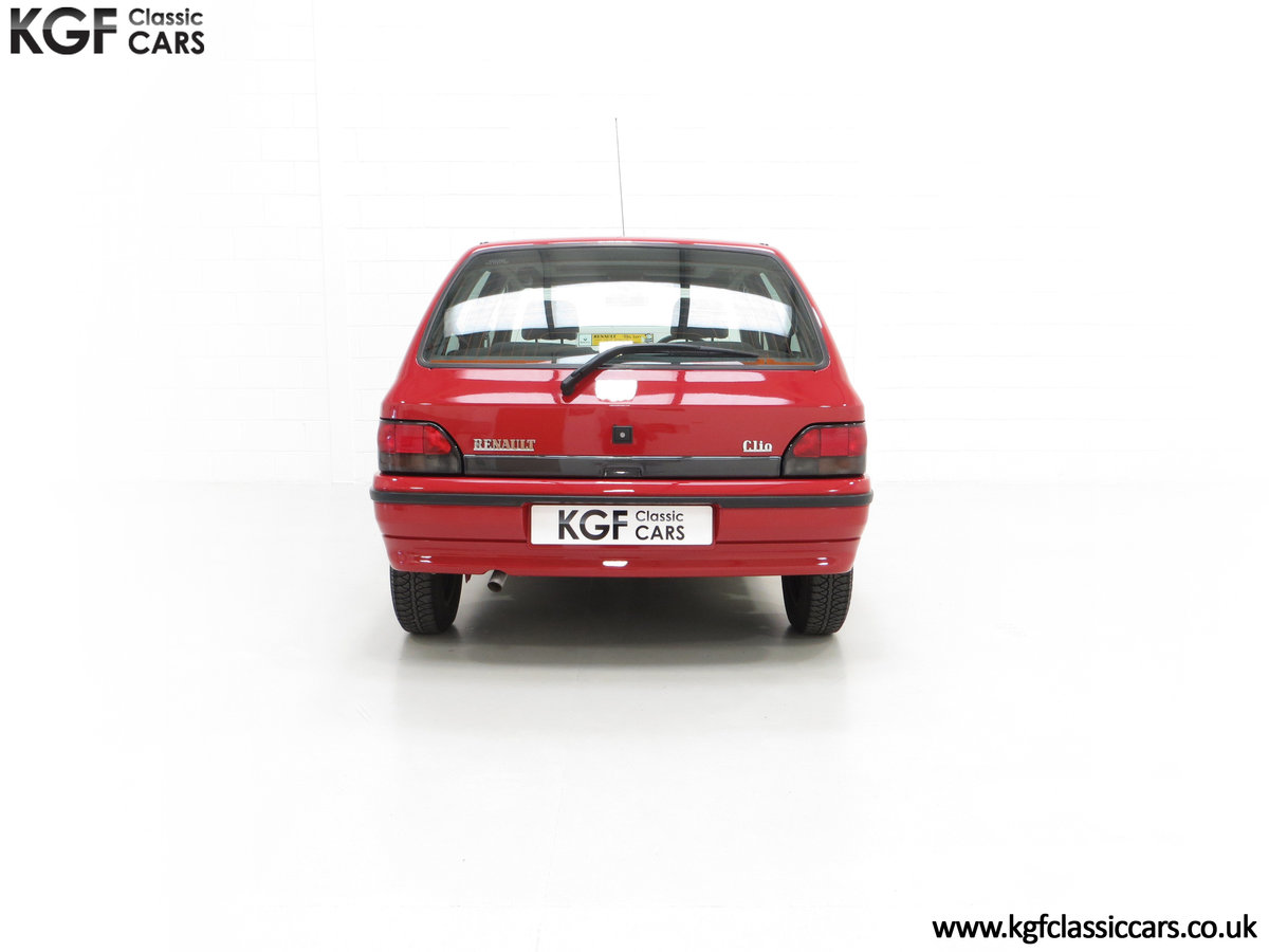 1995 A Pristine Renault Clio Mk1 1.4RT with 16 Renault Stamps SOLD (picture 10 of 24)