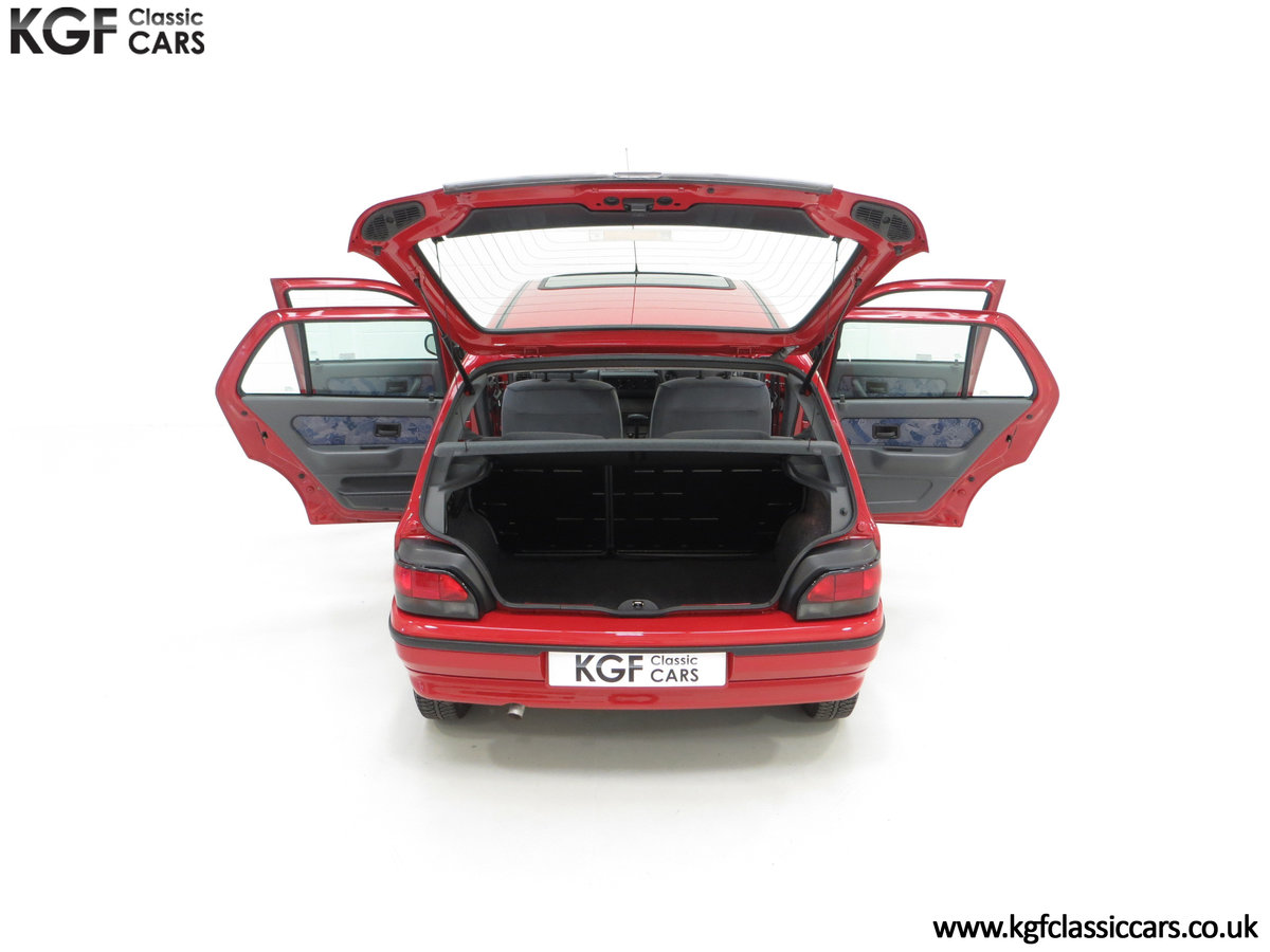 1995 A Pristine Renault Clio Mk1 1.4RT with 16 Renault Stamps SOLD (picture 11 of 24)