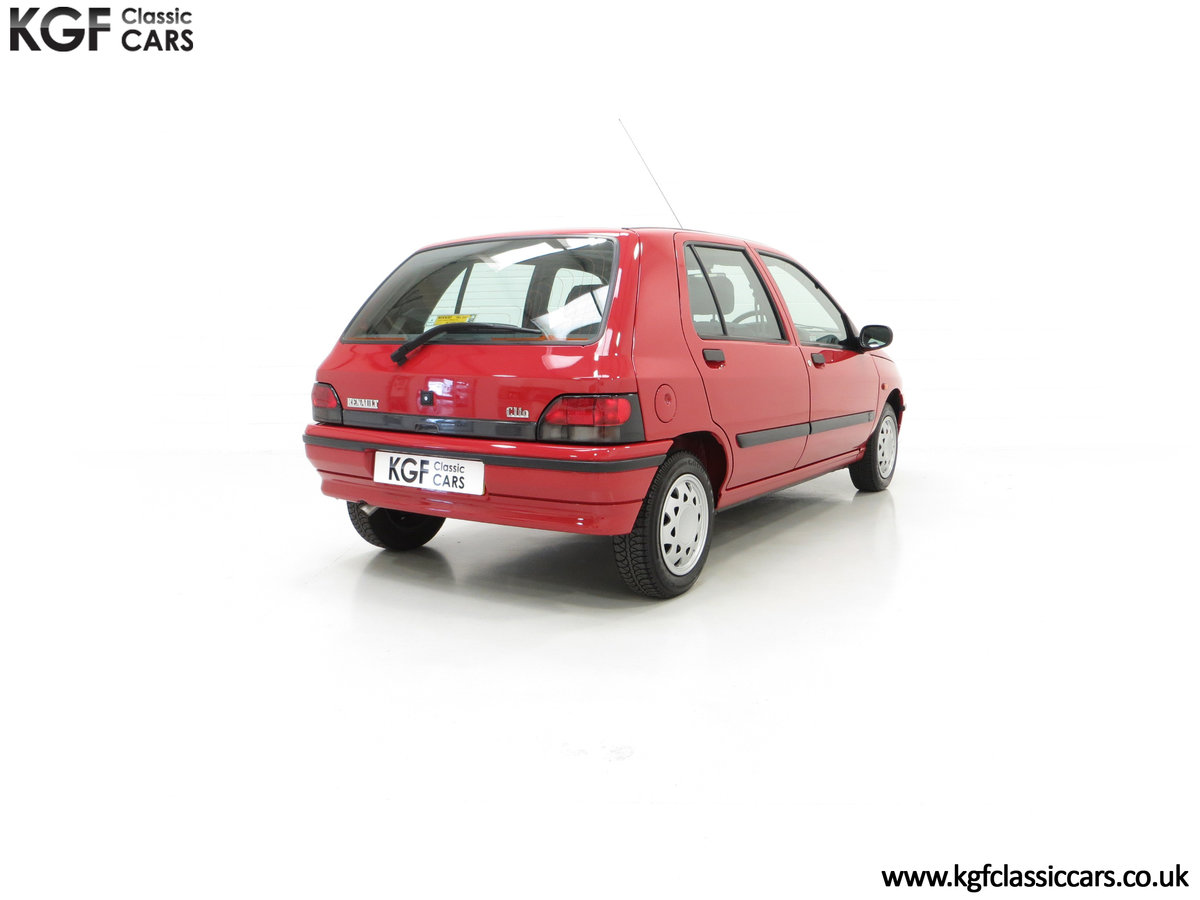 1995 A Pristine Renault Clio Mk1 1.4RT with 16 Renault Stamps SOLD (picture 13 of 24)
