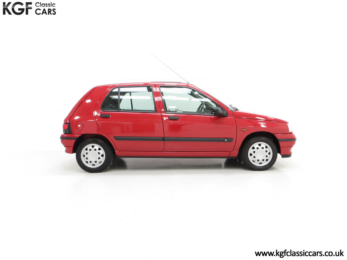 1995 A Pristine Renault Clio Mk1 1.4RT with 16 Renault Stamps SOLD (picture 14 of 24)