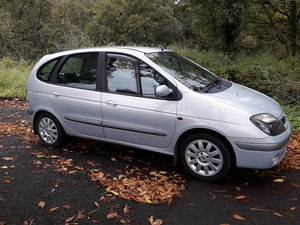Picture of 2003 Renault megane Scenic automatic petrol car