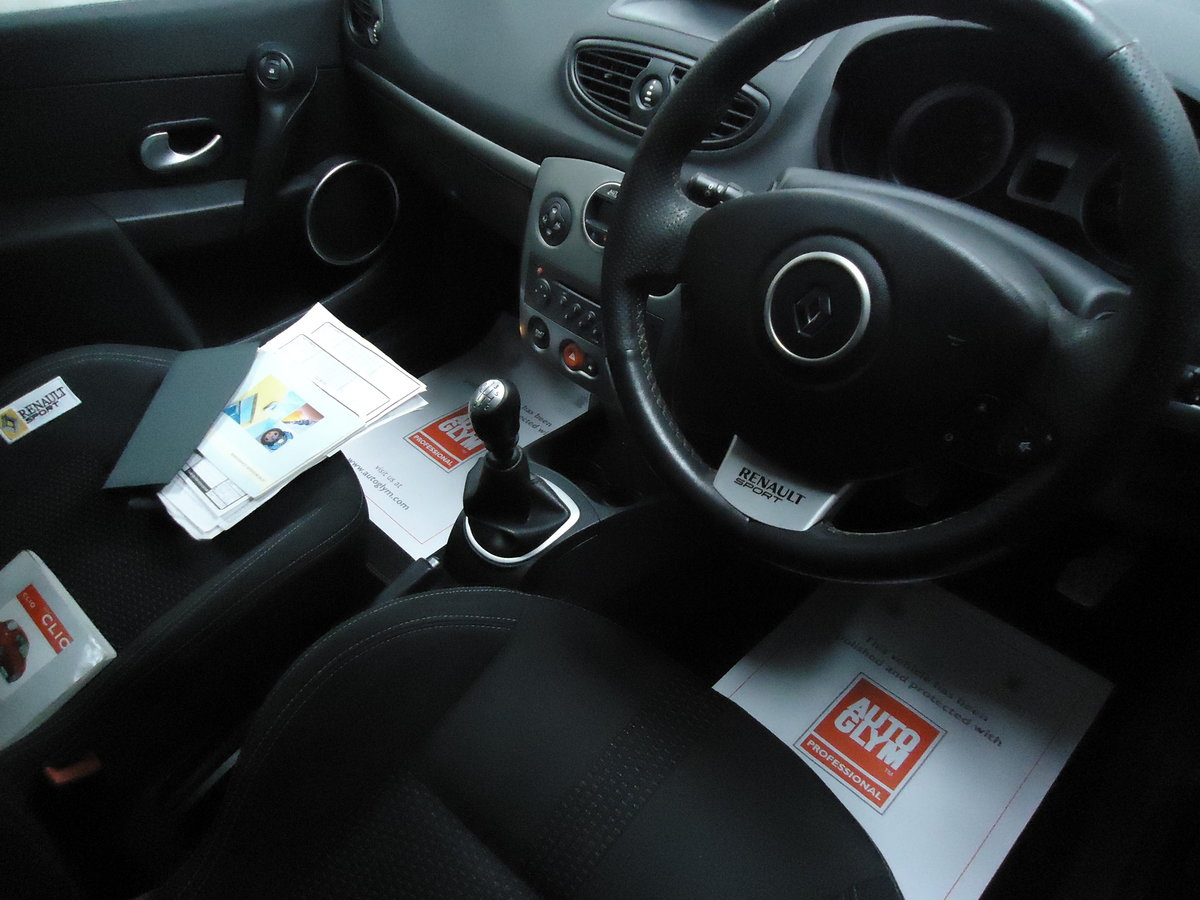 0757 LOW MILEAGE CLIO RENAULTSPORT For Sale (picture 5 of 8)
