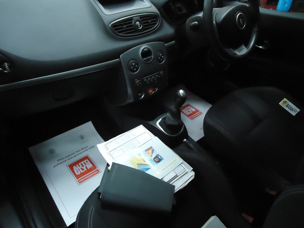 0757 LOW MILEAGE CLIO RENAULTSPORT For Sale (picture 6 of 8)