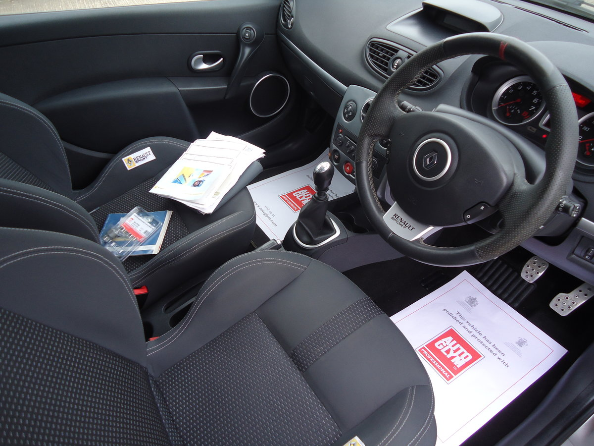 0757 LOW MILEAGE CLIO RENAULTSPORT For Sale (picture 2 of 8)